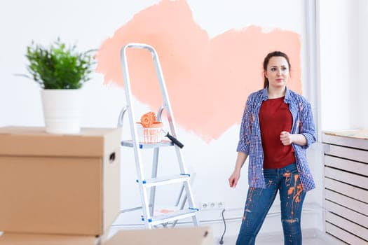 Woman Paints The Wall (1)